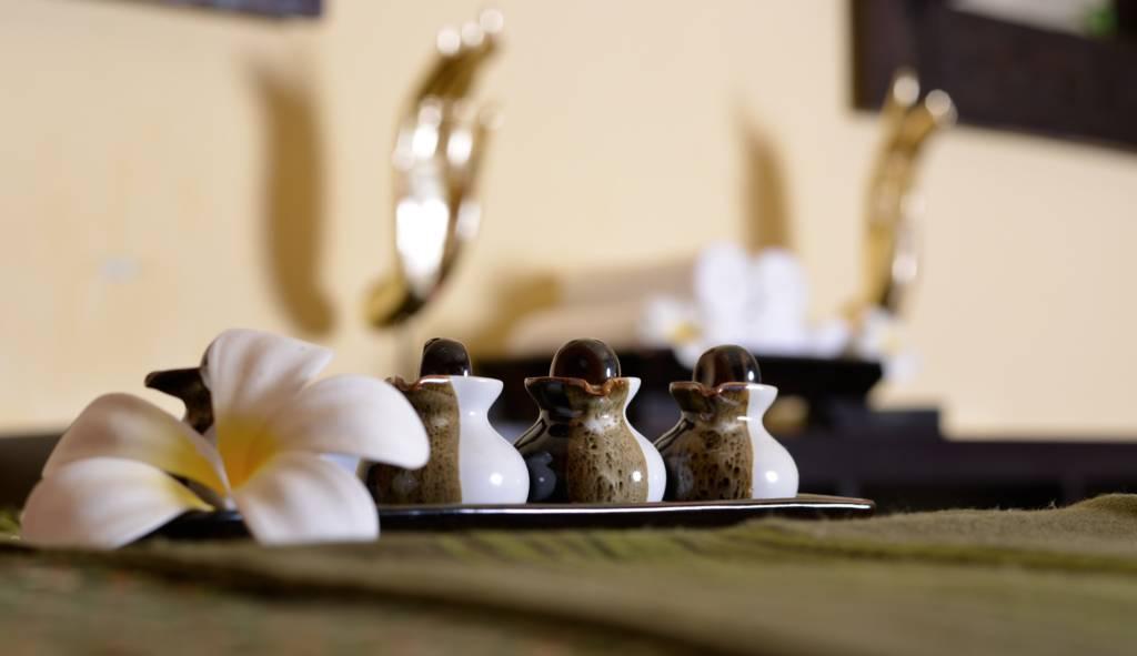 Erster Thai Massage Raum Öle und Malve